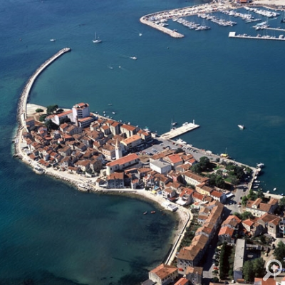 The old town of Umag abounds in medieval architecture: ancient churches, old castles, Venetian houses and city walls.